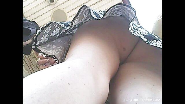 Pornografia sem registo  Ela ver vídeos pornôs massajou a rapariga para a fazer foder